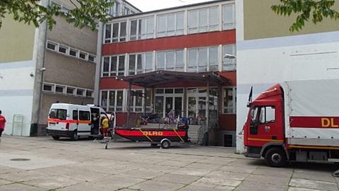 Zwei Züge der DLRG NRW nutzen unsere Schule als Stützpunkt
