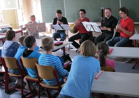 Ilka Blechschmidt (Querflöte), Samuel Gille (Oboe), Ueli Bitterli (Horn), Rudolf Reichwald (Fagott) und Götz Baerthold (Klarinette)