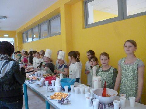 Alle kleinen Köchinnen und Köche hoffen auf hungriges Publikum