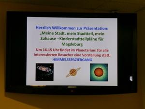 Der Monitor im Eingangsbereich weist auf die Veranstaltung hin. Im Nachgang erlebten die Besucher im Planetarium einen spannenden Himmelsspaziergang mit Frau Lingsch.