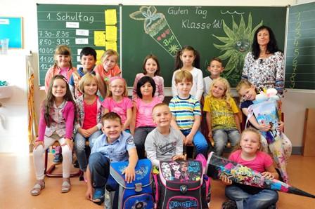 Klasse 1d mit ihrer Klassenlehrerin Frau Otto
