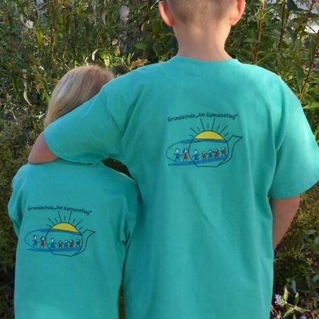 Rückseite des Schul-T-Shirts