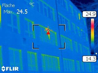 Wärmebildkamera: Unsere sanierte Schule ist gut gedämmt!