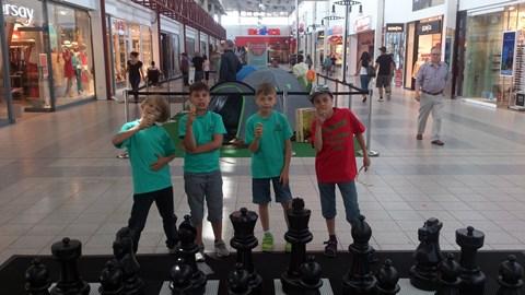 Ein kühles Eis für unsere Schach-Jungen